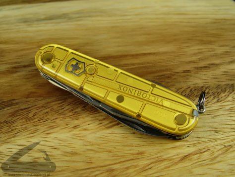 Victorinox_Climber_Gold_03